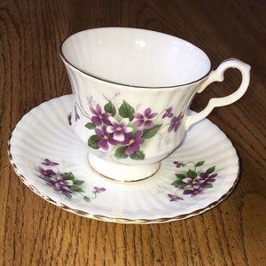 Royal Windsor Bone China cup & saucer Violets